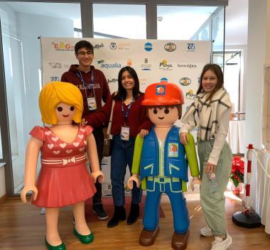 Community & Service: Alumnos SEK Alborán trabajan como voluntarios en el Belén de Playmobil para ayudar a los niños y niñas con cáncer de ARGAR